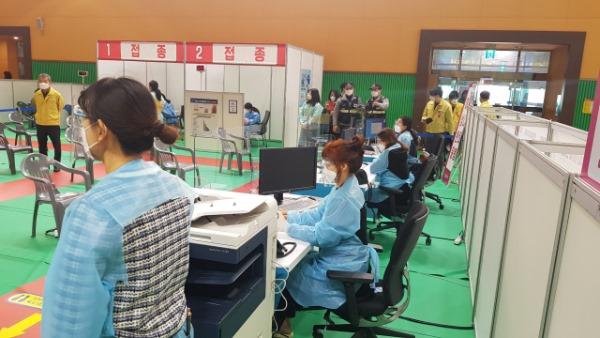 1. 0407 보건사업과 -문경시 코로나19 예방접종센터 모의 훈련 실시 (1).jpg