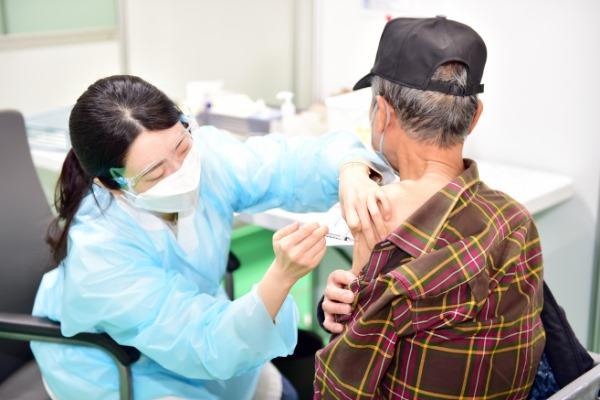 0518 1. 홍보전산과 - 일상회복 앞당길 코로나19 백신 예방접종에 동참해주세요 (2).jpg